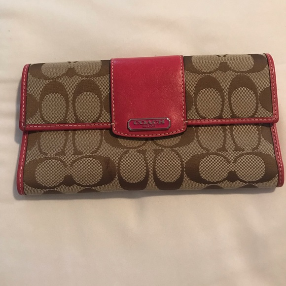 Coach Handbags - Coach logo wallet